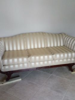 Antique Couch for Sale in Spring,  TX