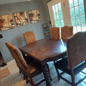 Dining room table and chairs for Sale in Reading, PA