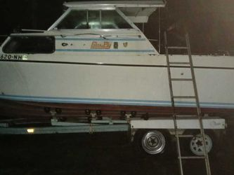 27 FT. Glasply Cabin Cruiser for Sale in Vancouver,  WA