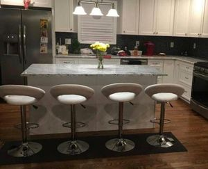 Set of 4 chair bar stools new in box for Sale in Kissimmee, FL