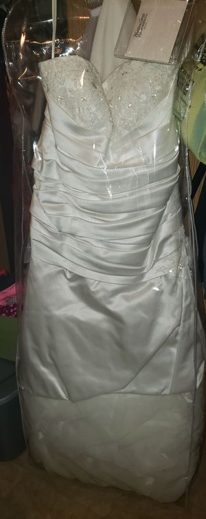 Wedding Dress and Veil for Sale in Dixon, MO