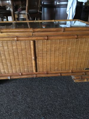 Wicker-Rattan Trunk with glass top for Sale in Orlando, FL