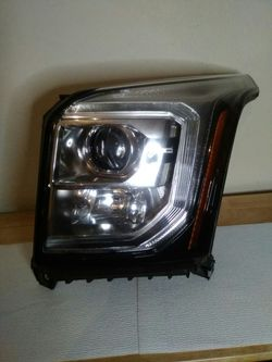 2015–2020 GMC Yukon halogen headlight for Sale in Dallas,  TX