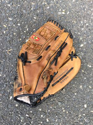Adult 13 inch baseball glove for Sale in Concord, MA