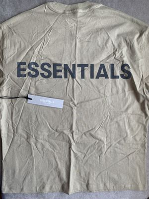 ESSENTIALS FEAR OF GOD T-SHIRT SIZE XS for Sale in Philadelphia, PA