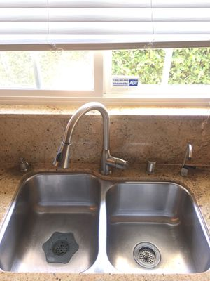 Stainless steal kitchen sink for Sale in Agoura Hills, CA