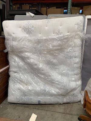 Beauty Rest Mattress and Box Spring Set - Cal. King Size for Sale in Chula Vista, CA