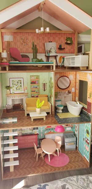 Kidkraft doll house with working light for Sale in Boynton Beach, FL
