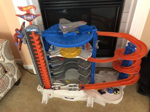Hot wheels ultimate garage for Sale in Lakewood, CO