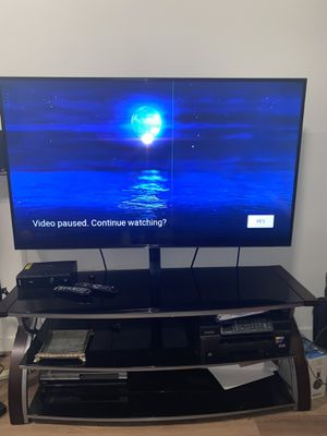Samsung 60 inch class LED 4K Ultra HD TV. Mount/stand included for Sale in Glendale, CA