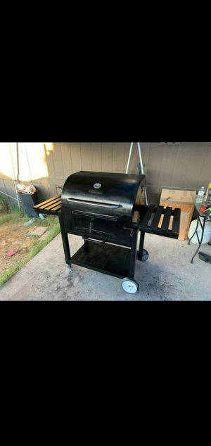 Charcoal bbq grill for sale for Sale in Las Vegas, NV