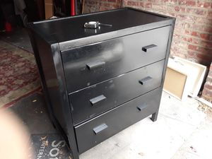 Solid wood dresser 3 drawers for Sale in Queens, NY