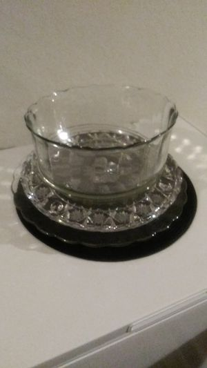 Salad bol and Crystal trays for Sale in Fort Myers, FL