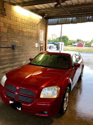 2005 dodge magnum 3.5 awd for Sale in Columbus, OH