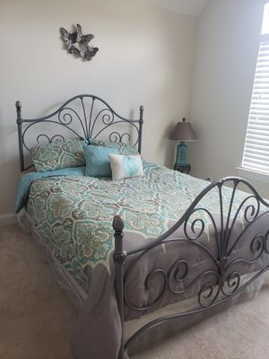 Queen bed for Sale in Brentwood, TN