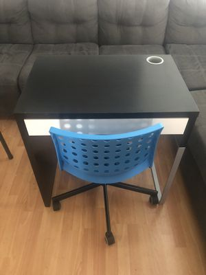Small desk and chair $100 only selling them together for Sale in Richmond, CA