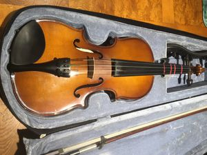 13 inch Student viola with case, bow and shoulder rest in good condition. Daughter lost interest in playing the instrument. for Sale in Brandon, FL