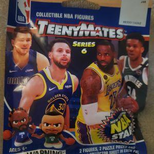 NBA TEENYMATES (Series 6 ) Collectible NBA Figures 2021 season (1 Pack) for Sale in Ocean Shores, WA