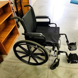 Great Wheel Chair with Gel Pad Seat for Sale in Hubbard,  OR