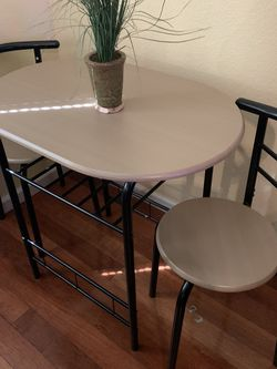 Table And 2 Chairs for Sale in Dinuba,  CA