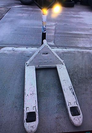 Crown PTH 50 Series Pallet Jack Long Forks 5000 LB capacity for Sale in Peyton, CO