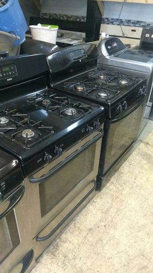 Blk stainless gas stove. for Sale in Cleveland, OH