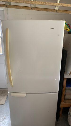 Kenmore Refrigerator/Freezer- White for Sale in Orlando, FL