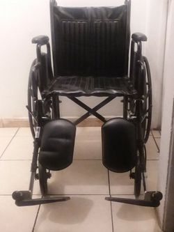 """DRIVE SILVER SPORT II WHEELCHAIR 18""""WIDTH WITH ELEVATING LEGREST... for Sale in Long Beach,  CA"""