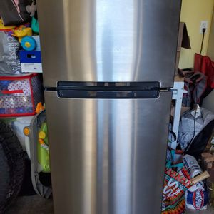 Whirlpool Stainless Steel Refrigerator for Sale in Manteca, CA