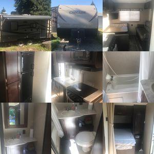 LIKE NEW Cascade 19RLC Travel Trailer for Sale in Tacoma, WA