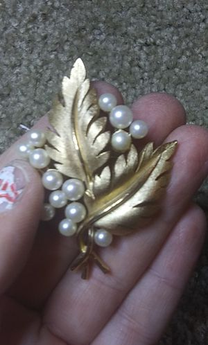 Vintage trifari gold toned pearl brooch pin for Sale in Tullahoma, TN