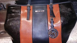 New beautiful Michael Kors ladies purse for Sale in Knoxville, TN