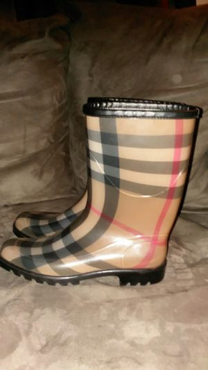 Burberry Plaid London Rain Signature Boots/Booties for Sale in Bronx, NY