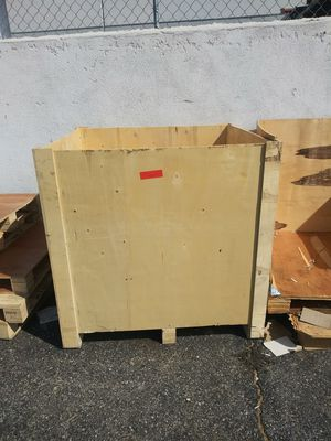 Wood crates Wit Lids can be used for various things and in pretty good condition also u can built dog houses and whatever you put ur mind to do??.$20 for Sale in Pomona, CA