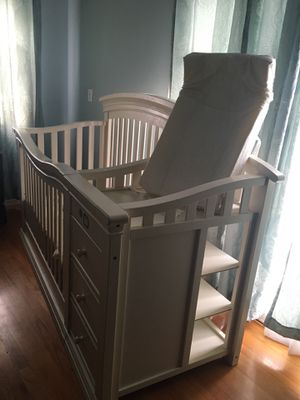 baby crib for Sale in Los Angeles, CA