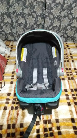 Car seat and base for Sale in OR, US