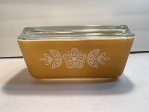 PYREX Vintage Butterfly-Gold 1-1/2PT Ovenware Refrigerator Dish with Ribbed Lid (0502) for Sale in Dade City, FL