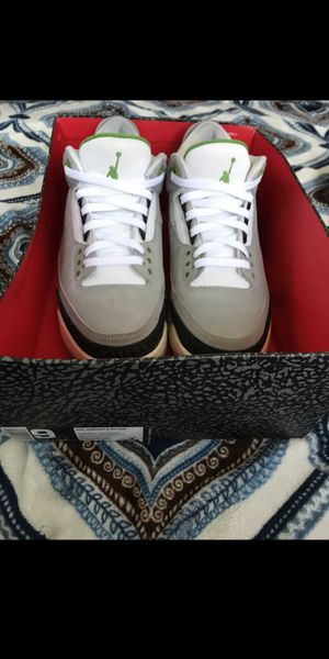 Air jordan 3s Chlorophyll Size 9 Great Condition 8/10 for Sale in Long Beach, CA