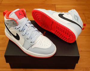 Jordan 1's size 1 for kids for Sale in Lynwood, CA