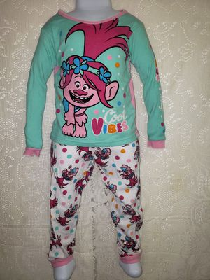 DreamWorks Trolls 2 pc pajamas 5T for Sale in Zanesville, OH
