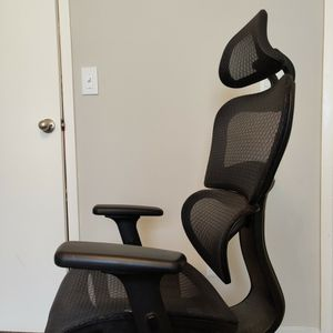 Mesh Office Chair W/ Adjustable Lumbar And Headrest for Sale in Atlanta, GA