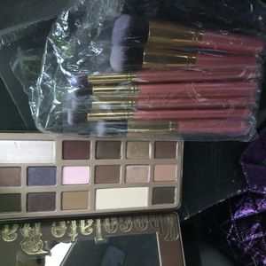 TWO FACE EYESHADOW-MAC-MAKEUP BRUSHES for Sale in Brick, NJ