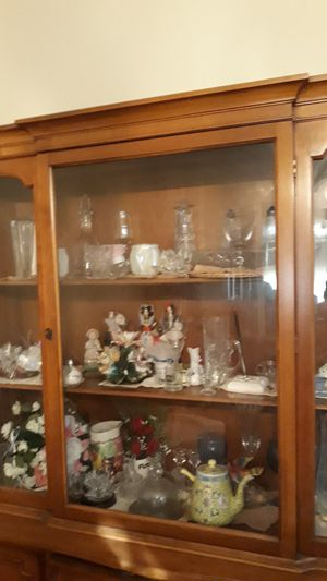 Antique china cabinet extremely good condition for Sale in Chicago, IL