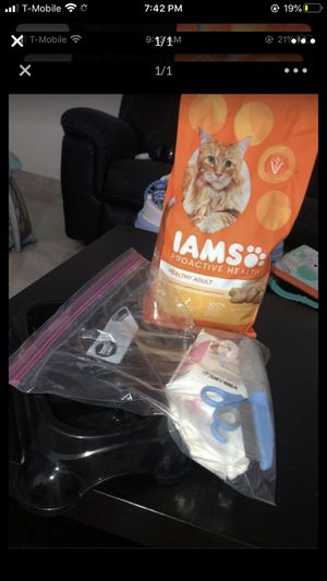 Cat Food/ Food bowl/ Cat nail trimmer/ Cat flea comb / cat wipes / Cat litter bags for Sale in Pembroke Park, FL