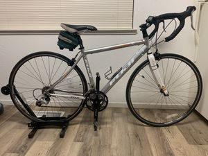 Fuji Newest 2.0 road bike for Sale in Martinez, CA