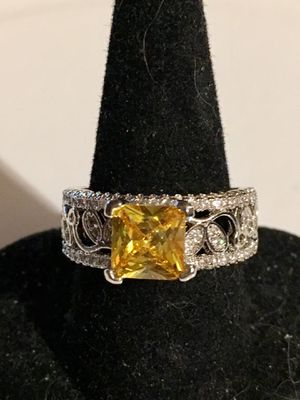 Ladies Fashion Ring Sz7 for Sale in Lowell, NC