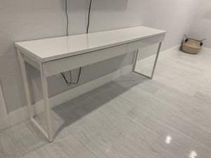 "High gloss White desk 47 1/4"" x 15 3/4"" for Sale in Hialeah, FL"