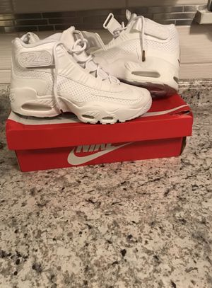 (New) Pair of white nike air max with box for Sale in Moline, IL