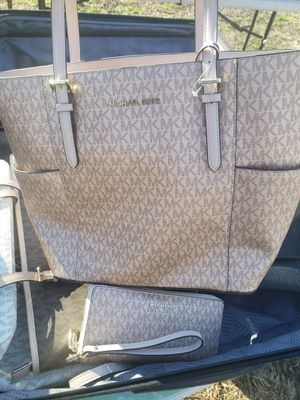 Micheal Kors Tote bag set for Sale in Memphis, TN