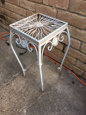 Metal plant table for Sale in Katy, TX